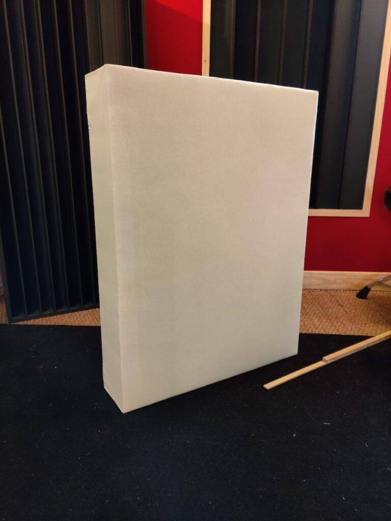 Panneau acoustique absorbeur DIY fini avec son habillage en tissu