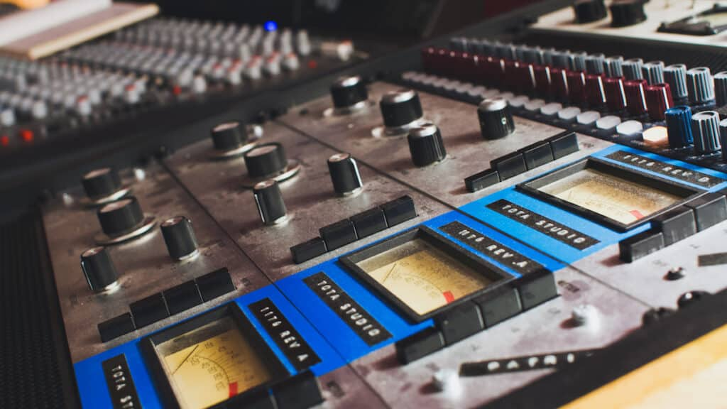 Mixing, Mastering with our 1176 at the studio The Office / The Artist Paris