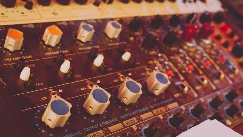 Enregistrement, tracking préamplis CAPI Gear VP25 VP26 Sound Skulptor MP512 MP573 et Hairball Audio Cooper au studio The Office / The Artist Paris