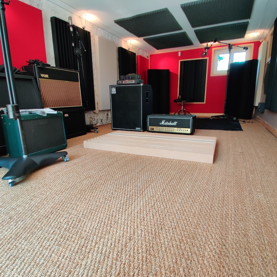 recording, tracking room with guitar and bass amplifiers, marshall, ampeg, vox, peavey at the office / the artist paris studio