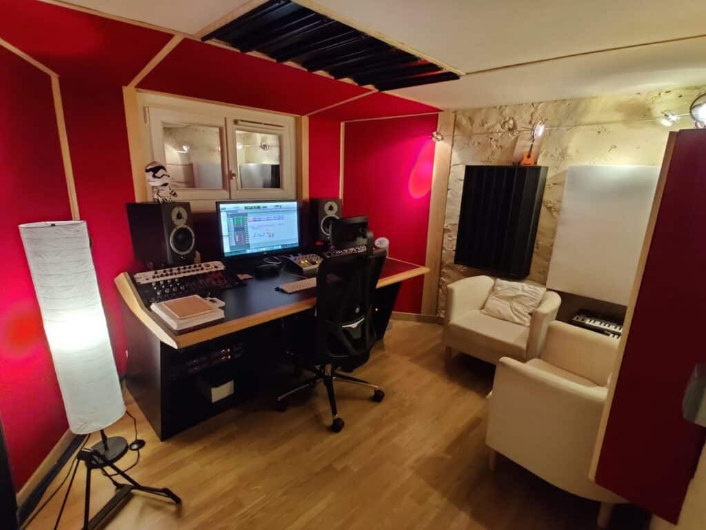 Régie editing, tracking, recording, composition at the office / the artist paris studio