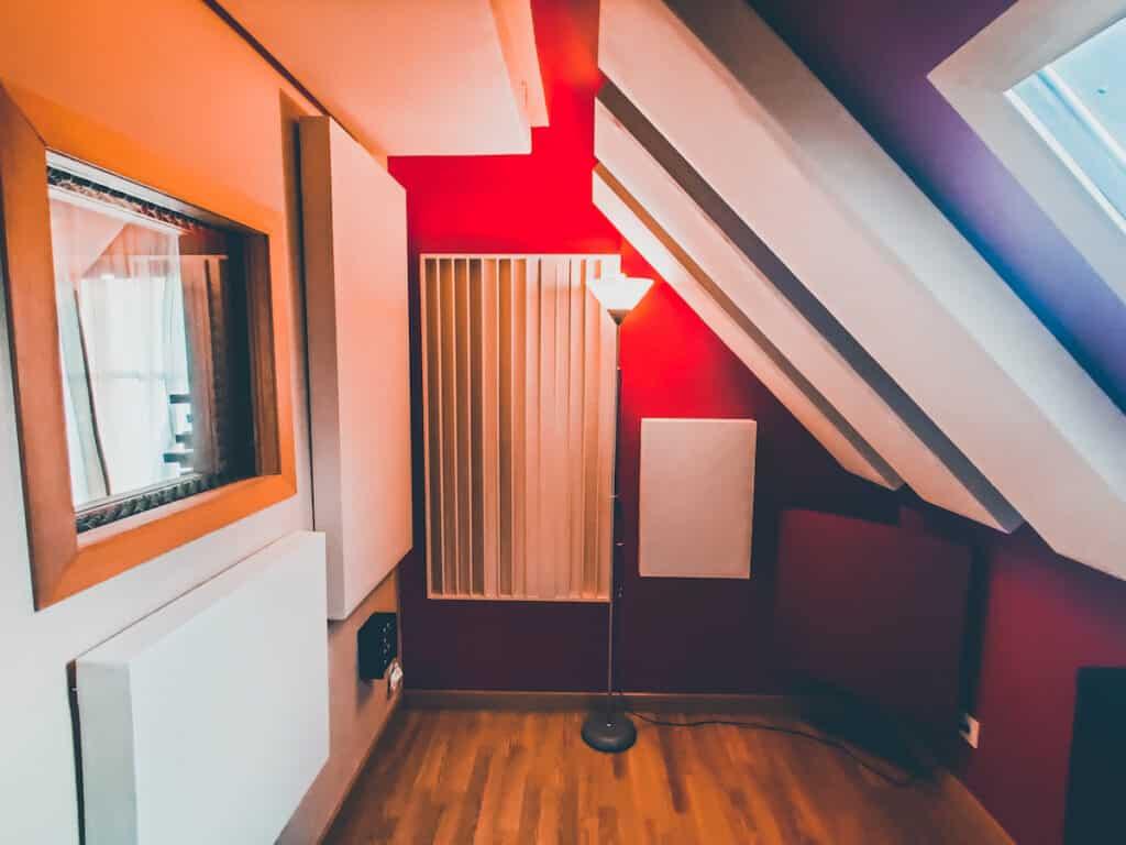 Cabine de voix du studio the office / the artist avec une acoustique sur mesure